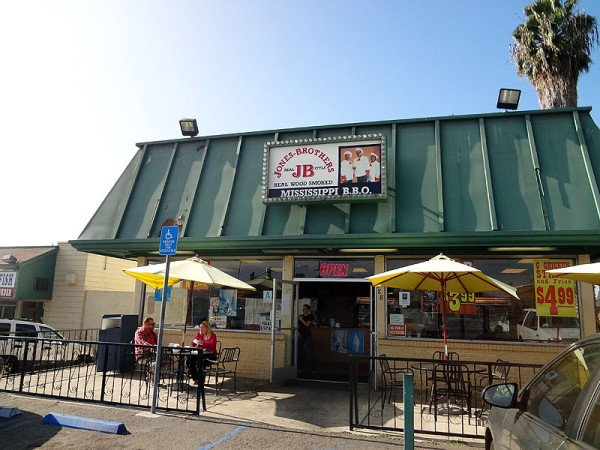 jones-brothers-bbq-exterior