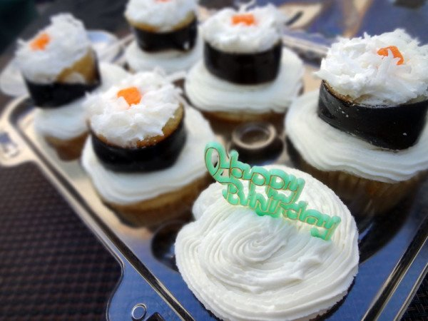 happy-birthday-sushi-cupcakes