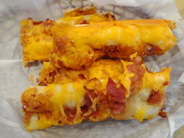 bacon-cheddar-breadsticks