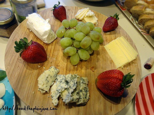 cheese-plate-with-fruit