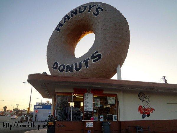 randys-donuts-signage