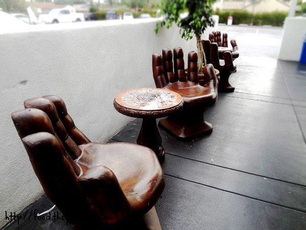 hand-seating