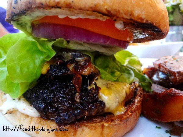 kitchen-burger-closeup