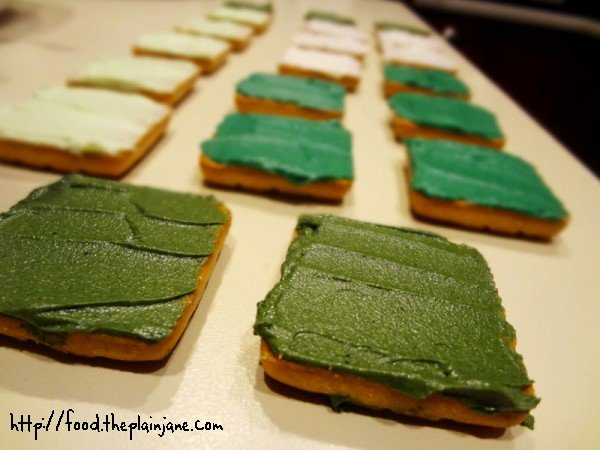 frosted-shortbread-cookies-green