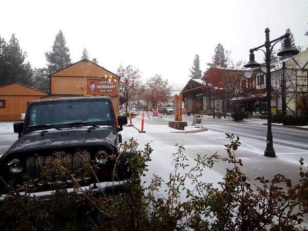 light-snow-dusting-the-village-big-bear