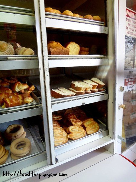 panaderia-bakery-shelves-3