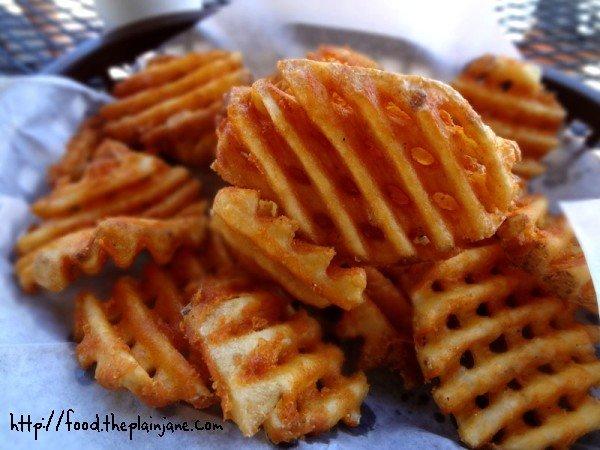 waffle-fries-basket-pt-loma-beach-cafe