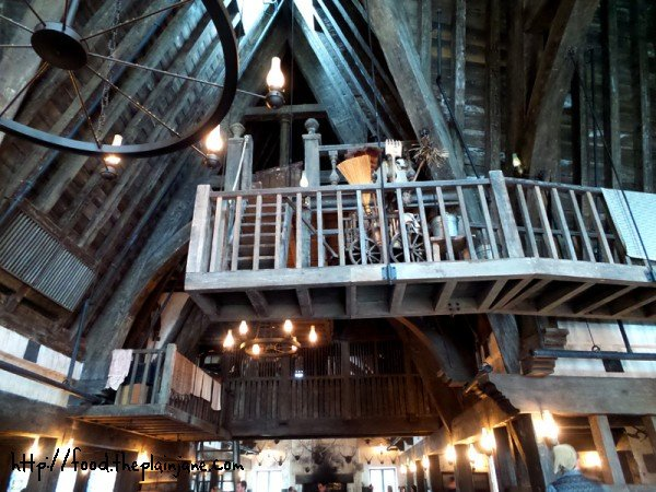 three-broomsticks-interior