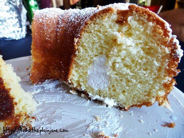 twinkie-bundt-cake-filling